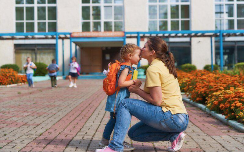 cho con đi học từ sớm để bé không khóc nhiều